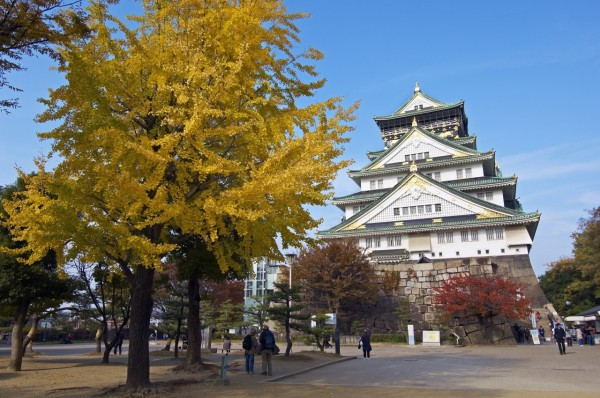 Osaka castle is very accessible. ©Osaka Government Tourism Bureau/©JNTO