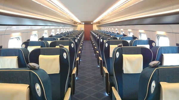 Interior of Green class (C) 黄金のひばりたち (Own work) [CC BY-SA 3.0 (http://creativecommons.org/licenses/by-sa/3.0)], via Wikimedia Commons