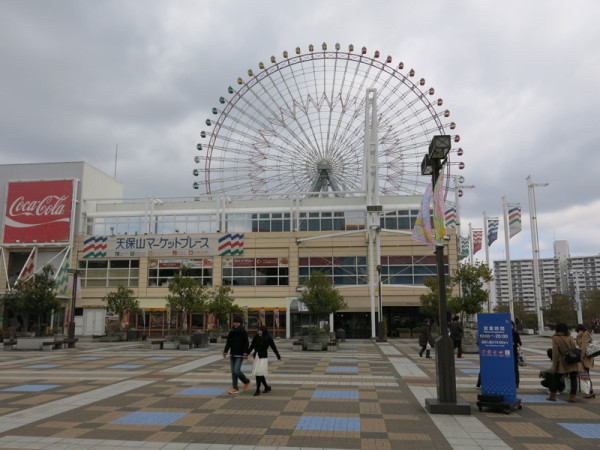 Tenpozan Market Place is located between Ferris wheel and Kaiyukan