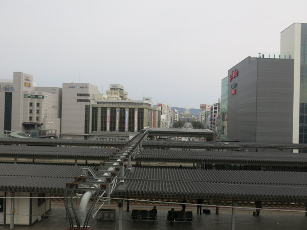 Overview of conventional lines platforms from Shinkansen platform.