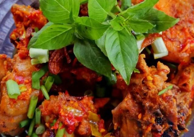 Resep Ayam Rica Rica Daun Kemangi Pedas Dan Aromanya Bikin Ketagihan Kumparan Com