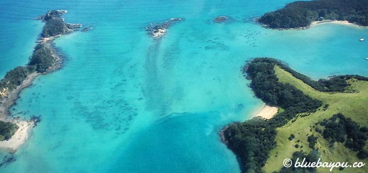 Bay of Islands in Neuseeland vom Helikopter aus, während der halben Weltreise.