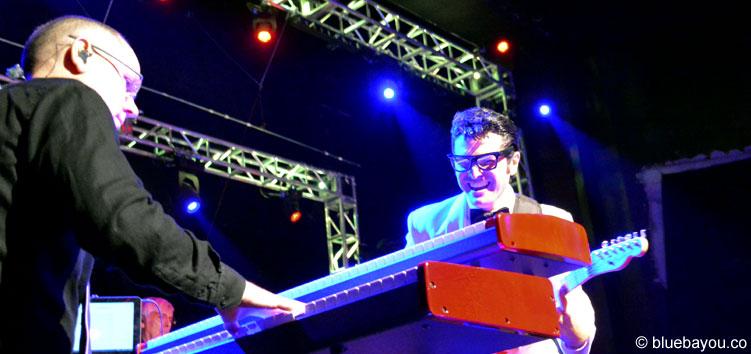 Dean Z sah aus, als hätte er sehr viel Spaß als Buddy Holly während der Elvis Week 2015.