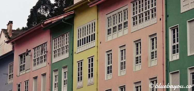 Bunte Häuser im schönen Cudillero in Spanien.