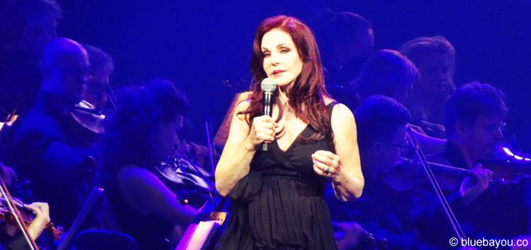 Priscialla Presley begleitet die Elvis in Concert Tour.