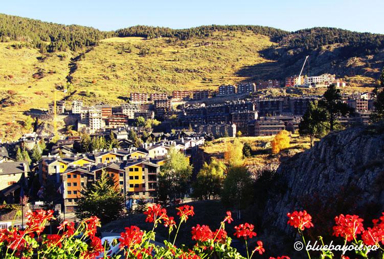 Blick auf El Tarter, Andorra vom Balkon des Doppelzimmers im 4-Sterne-Hotel Nordic.