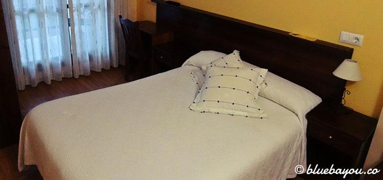 Hotelzimmer in Canero entlang des Camino del Norte.