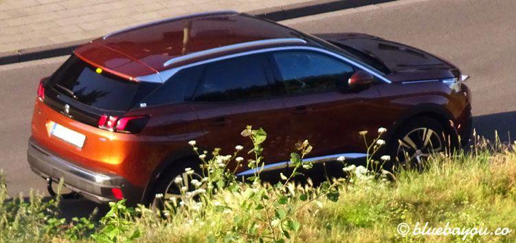 Im Auto schlafen - zum Beispiel in diesem Peugeot 3008 Compact-SUV, den ich als Mietwagen hatte.