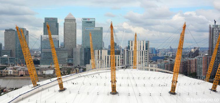 Ausblick von der Emirates Air Line auf die o2 Arena und Canary Wharf.