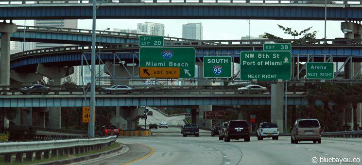 Die Interstate 95 an der Ausfahrt nach Miami Beach.