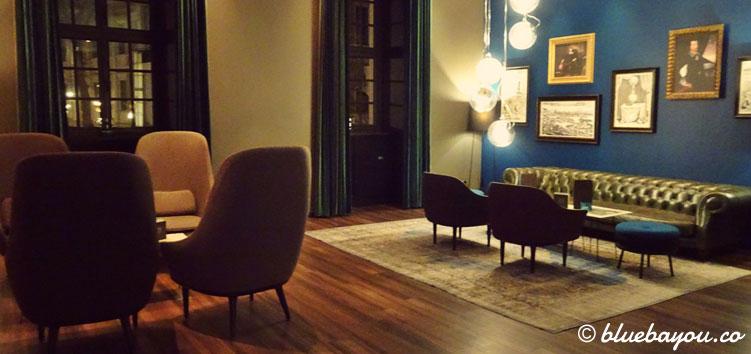 Die One Lounge des Motel One Magdeburg.