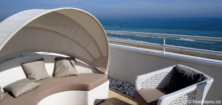 Entspannung auf einem Hoteldach in Pescara, Italien.