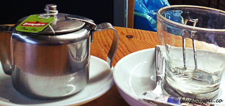 Mein Tee am Morgen während ich warte, dass der Regen weiterzieht.