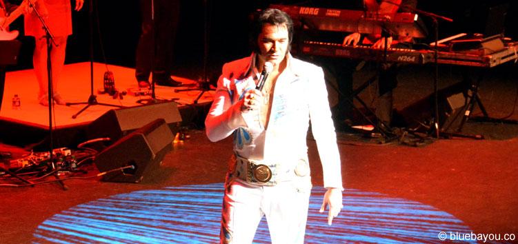 Tim Hendry war der erste Teilnehmer auf der Bühne im Halbfinale des Ultimate Elvis Tribute Artist Contests.