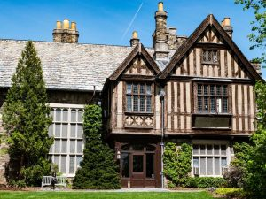 A country mansion where movers Woodcliff Lake NJ will relocate you.