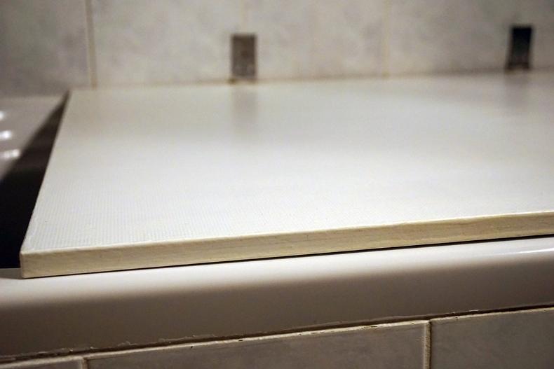 diy bath table