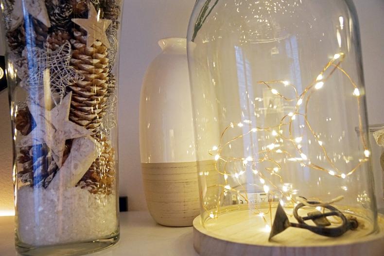 Christmas shelf details