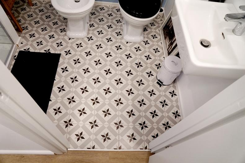 bathroom downstairs 3