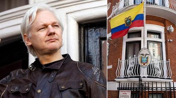 "WikiLeaks Founder  ""Julian Assange"" Stripped Of His Ecuadorian Citizenship."