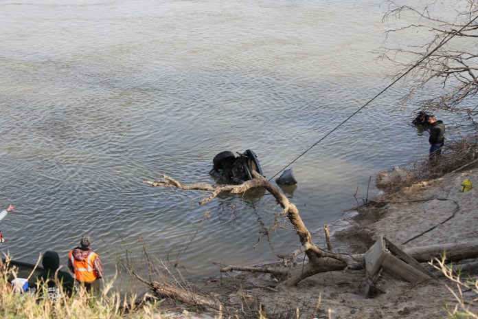Body, vehicle recovered from Trinity River in Romayor