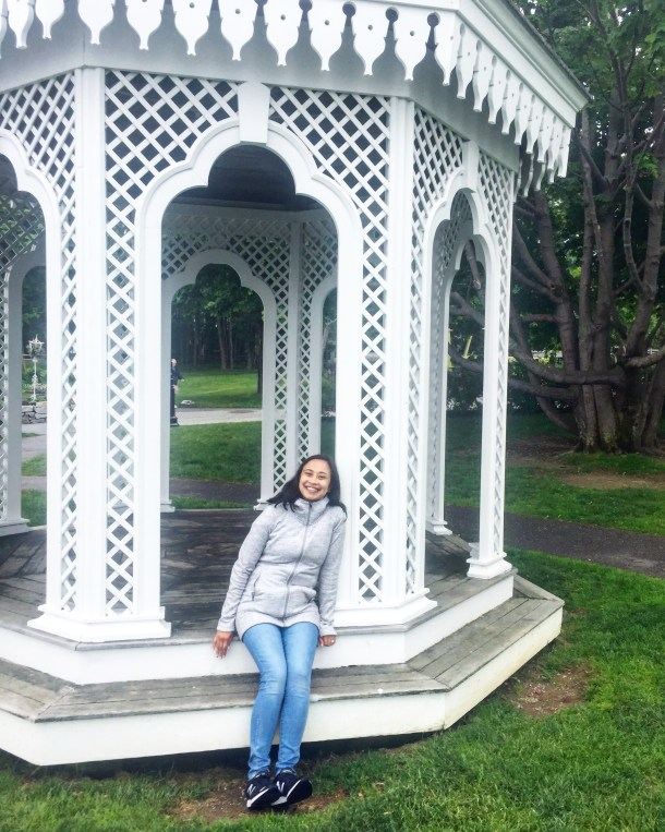 gazebo, shop the comfy chic style of travel blogger bluebootsgo's look featuring athleta, madewell, and new balance!
