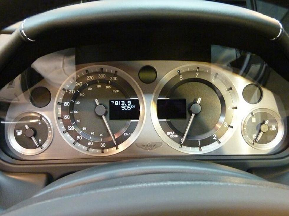 20121129-astonmartin-db9-05