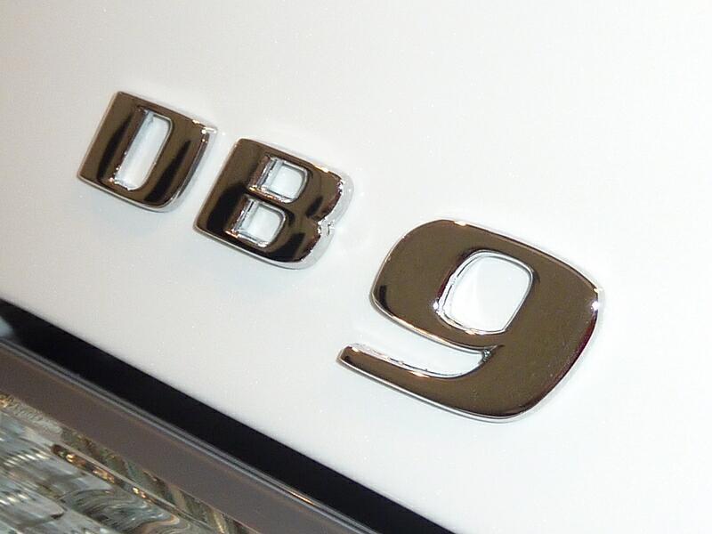 20121129-astonmartin-db9-13