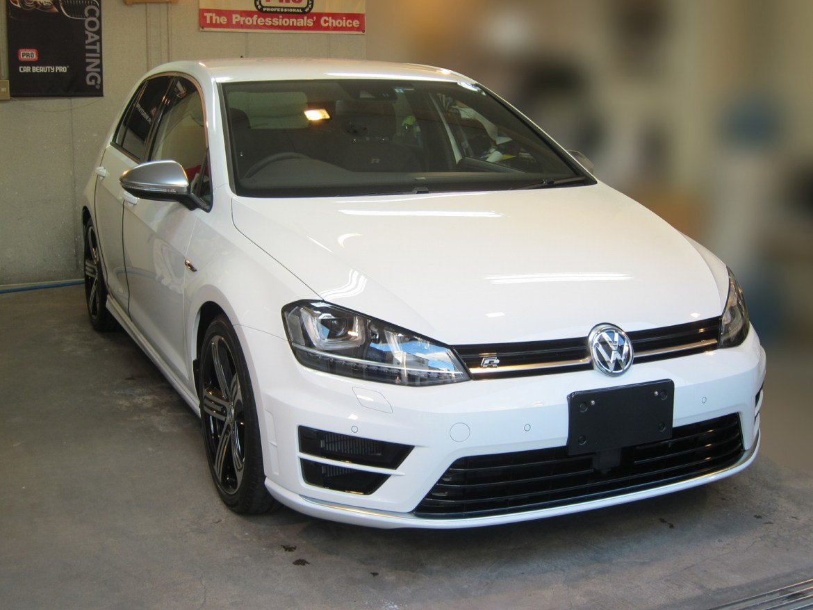 20140425-volkswagen-golf-r-01