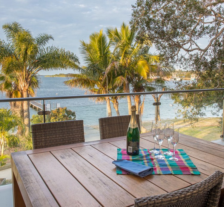 Water view unit accommodation on the beautiful Clarence River in Yamba