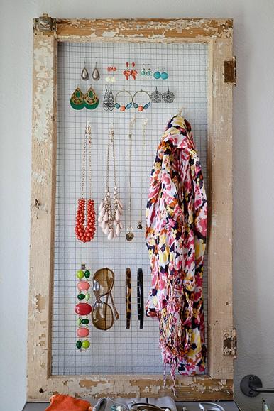 DIY-chicken-wire-accessories-organizer