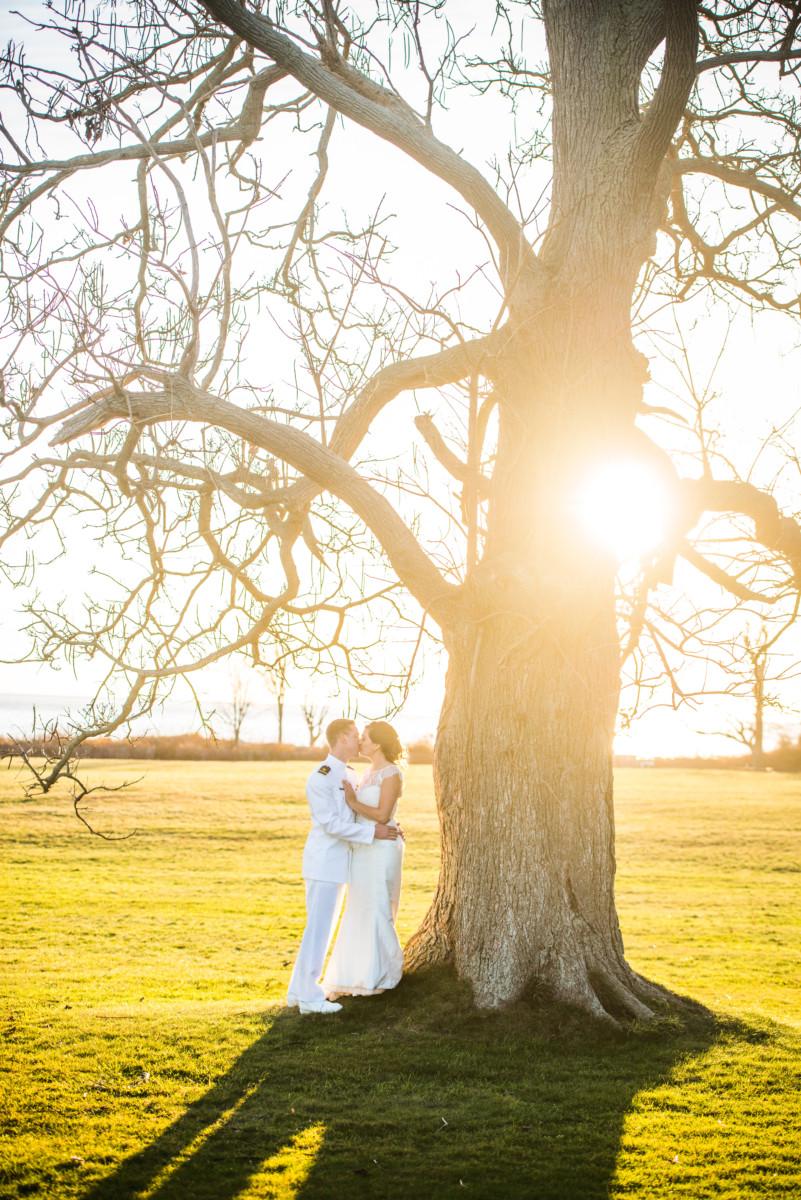 Eolia Mansion Wedding - Kiss under the tree