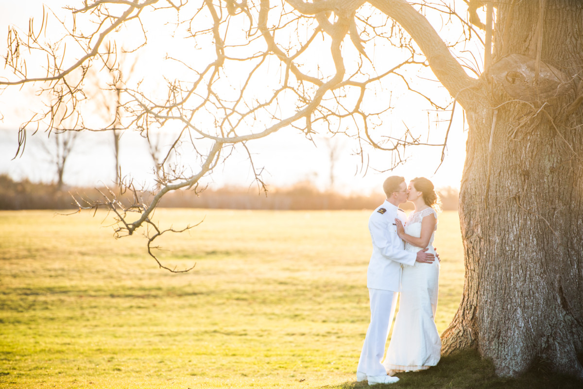 Eolia Mansion Wedding - Kiss in the gardens