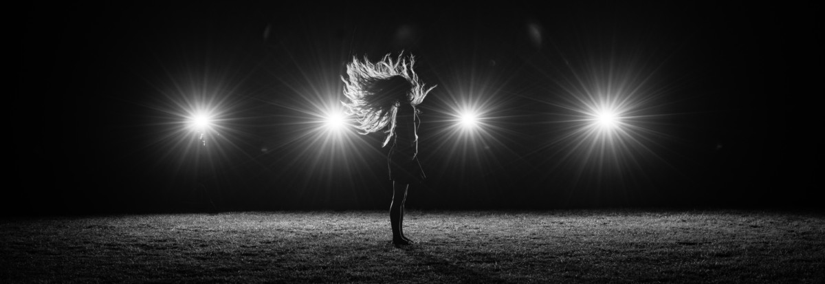 Blueflash Photography Conceptual Photoshoot with smokebombs and flashes and a girl in a field