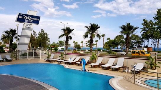 antalya yüzme havuzu konyaaltı sahilde oteller blue garden hotel (4)