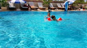 antalya yüzme havuzu konyaaltı sahilde oteller blue garden hotel (40)