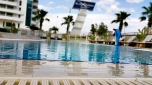 antalya yüzme havuzu konyaaltı sahilde oteller blue garden hotel (8)