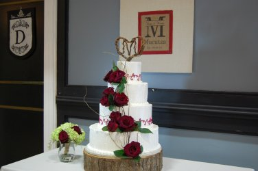 Cake by Cake Designers, Floral and cake topper by Bluegrass Chic.