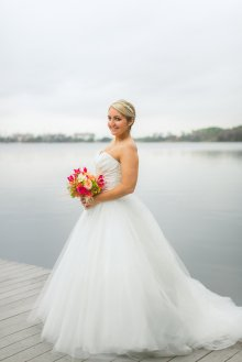 Stunning bride with her bouquet