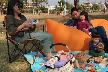 『好評第二團』好用、好玩、好漂亮,實用度頗高的Comfy二代空氣沙發Air Sofa,野餐、郊遊、野外、居家通通可用