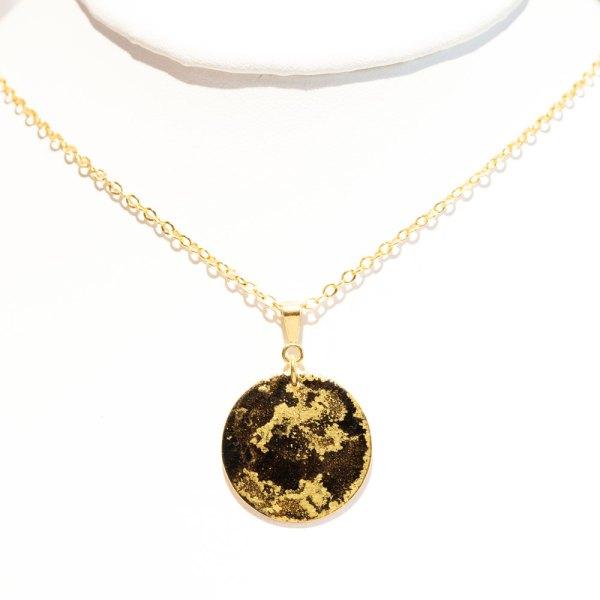 Black & Gold Fine Pendant NecklaceBlack & Gold Fine Pendant Necklace