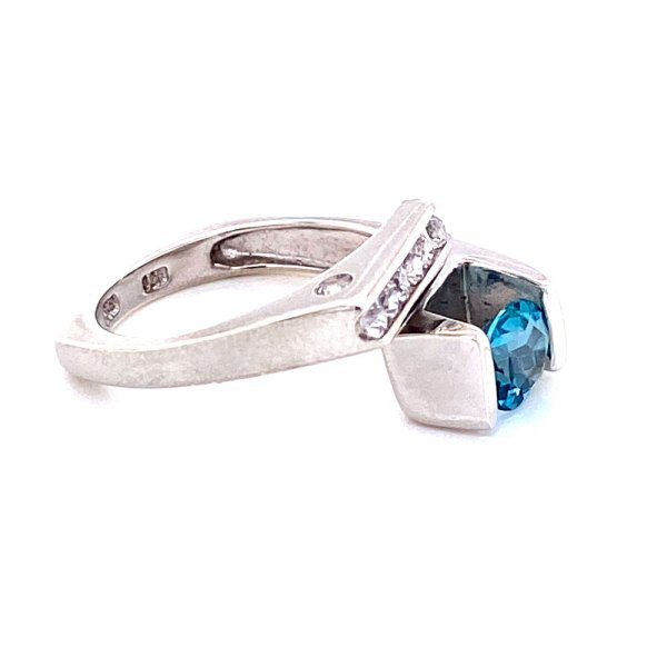 Hawaiian Blue Topaz Ring other side view.
