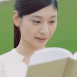 よつ葉乳業CMの女の子は誰?本を読んで牛乳を飲む女性モデルが気になる!