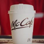 マックのコーヒー新CMの声優は誰?男性ナレーションの名前を調べたぞ!