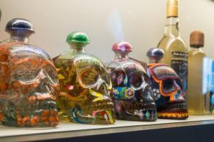 Steklenice tekile v obliki smrtnih glav