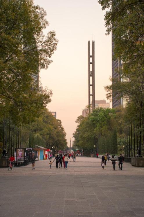 Pogled na avenijo Reforma v Mexico Cityu