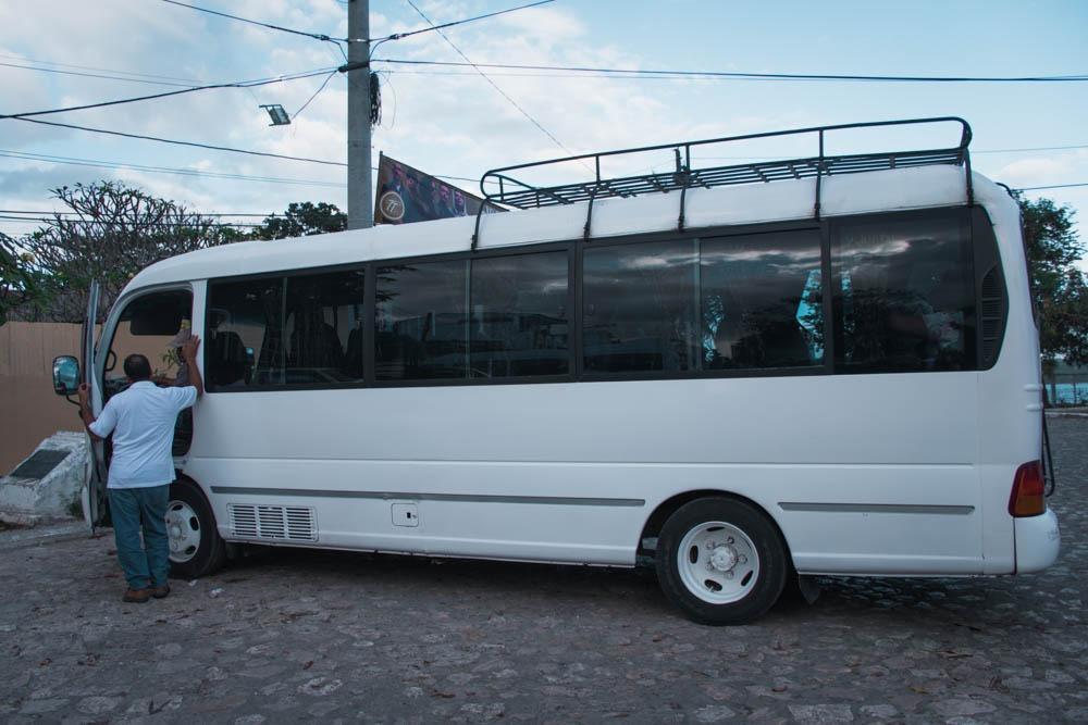 v takih mini avtobusih se ponavadi odpraviš na izletek