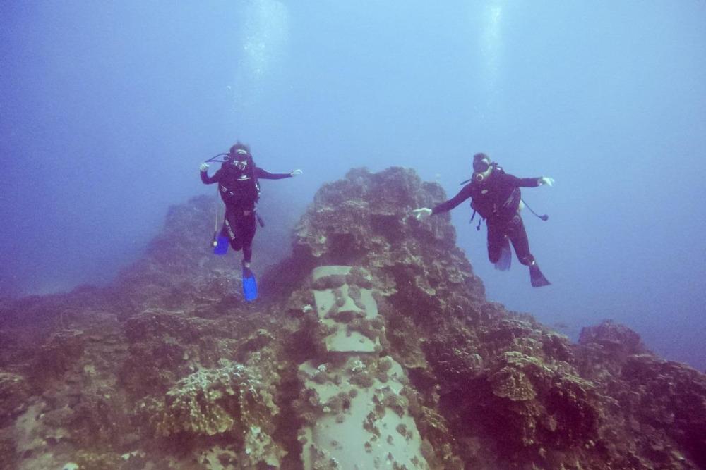Potopljeni moai in midva