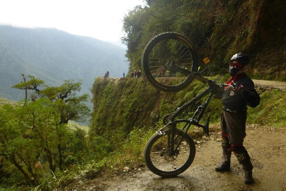 S kolesom na cesti smrti