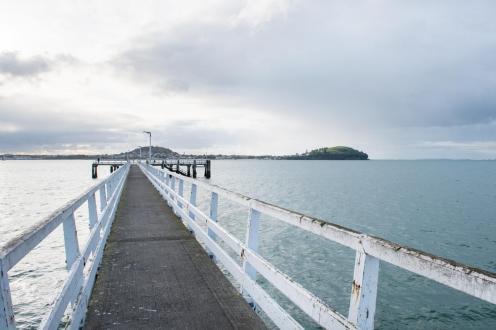 Pomol v zalivu Mission Bay v Aucklandu