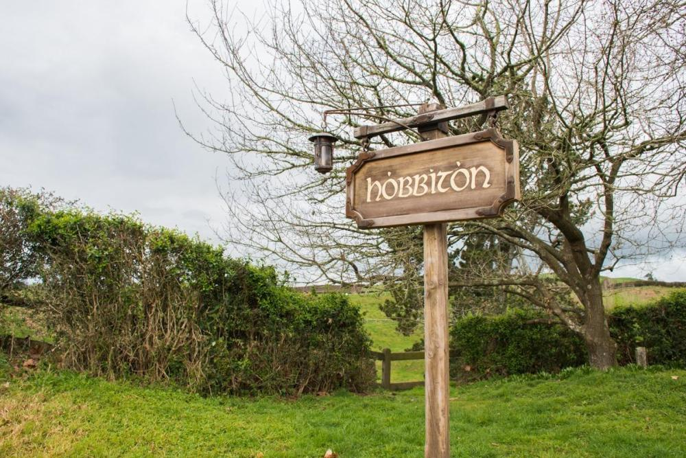 Wooden hobbiton sign in the Shire, New Zelanand (Visiting Hobbiton: Everything you need to know)
